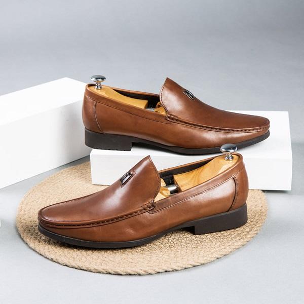 Top 8 shop giày lười cho nam cao cấp nhất tại TP.HCM